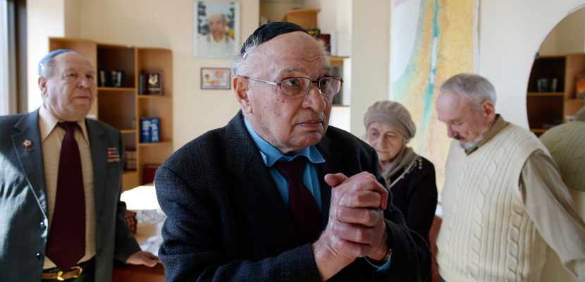 Jewish WWII veteran Solomon Flaks, 87, tells his story at the Menorah Jewish Center in Dnepropetrovsk, Ukraine on March 14, 2014. Jessica Rinaldi/The Boston Globe via Getty Images.