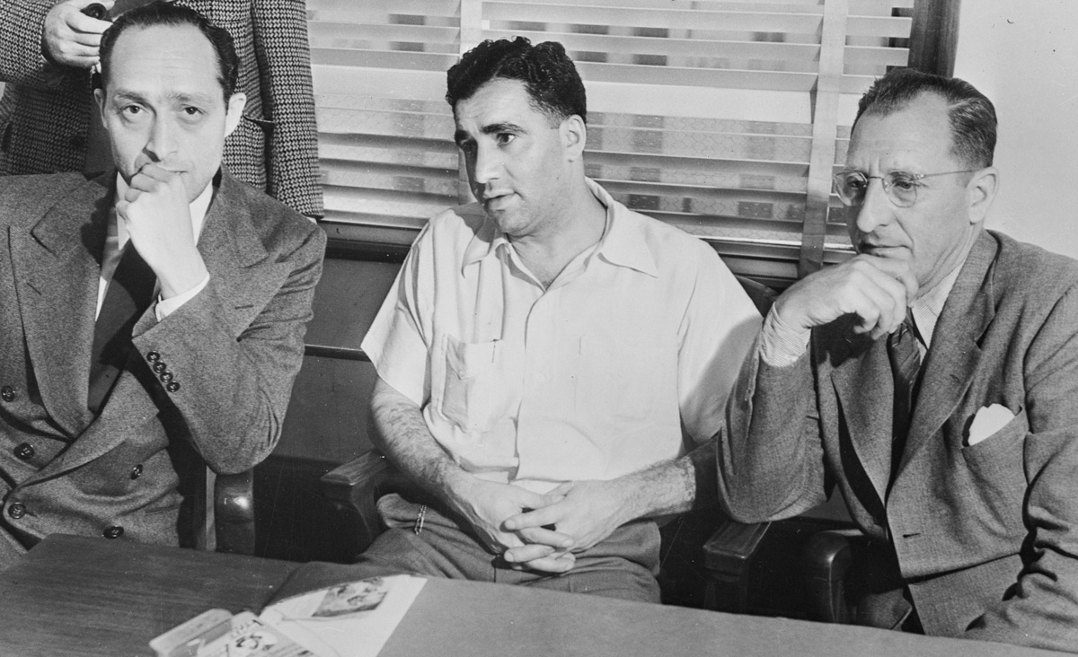 "New York Jewish gangsters Al Tannebaum and Abe ""Kid Twist"" Reles with District Attorney Burton Fitts in 1940. Copyright Bettmann/Corbis/AP Images."