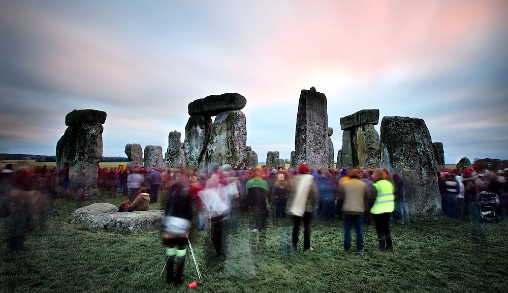 <em>The winter solstice at Stonehenge.</em> Flickr/brentbat.