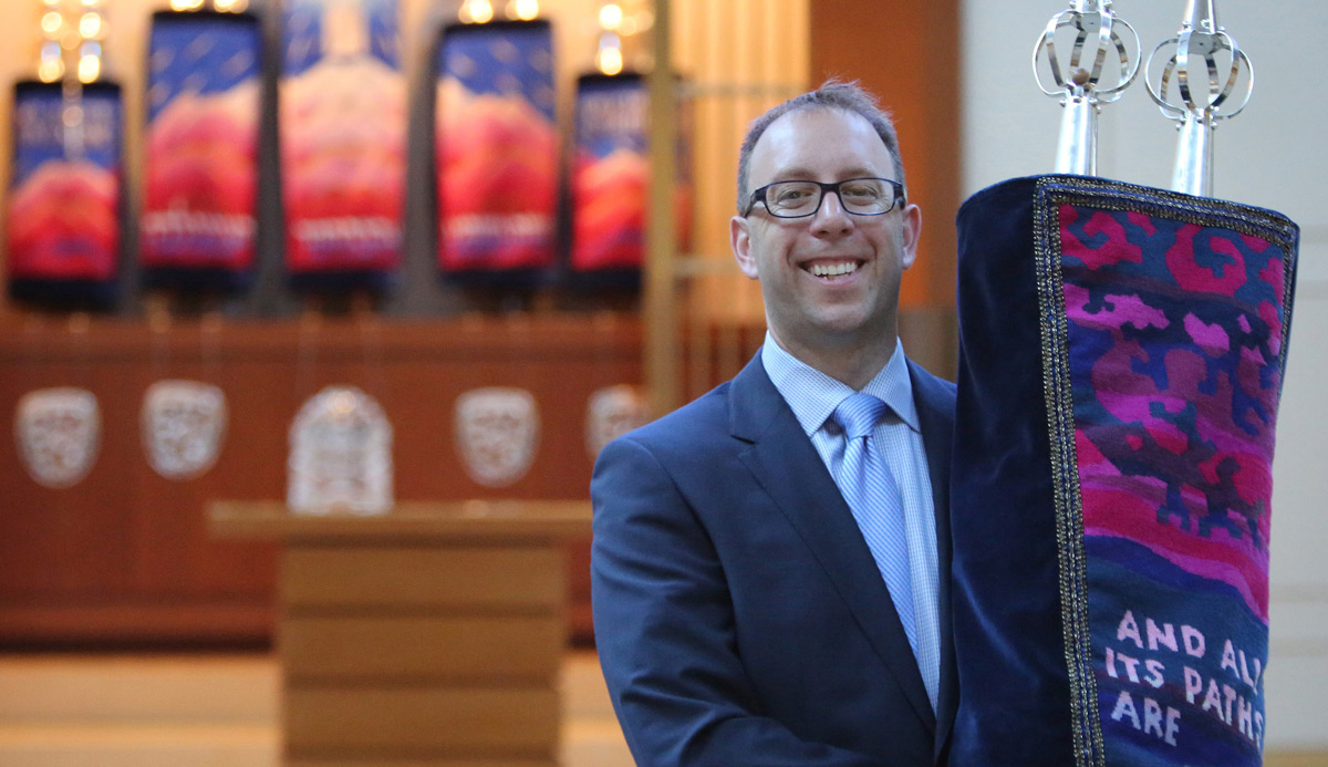Rabbi Seth Limmer at the Chicago Sinai Congregation on July 21, 2015. Antonio Perez/Chicago Tribune/TNS via Getty Images.