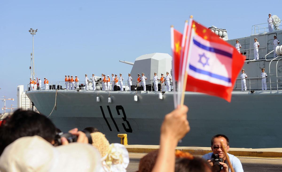 The Israel Navy congratulates the Chinese Navy on dockingin Haifa. Flickr/IDF.