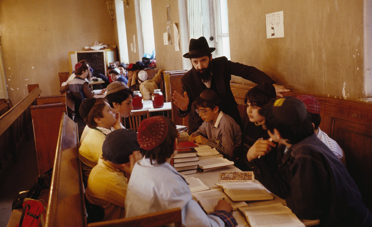 A teacher of Hebrew at the Moscow Synagogue in 1990. Steven L. Raymer/National Geographic/Getty Images.