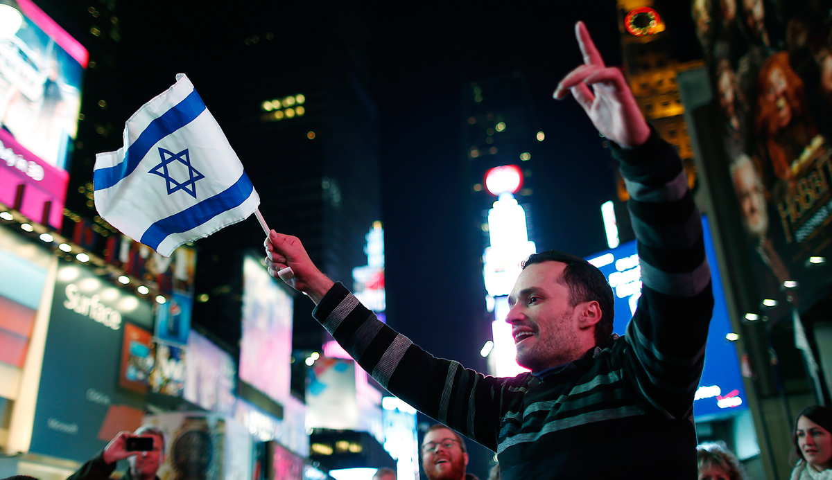 A pro-Israel supporter in New York City's Times Square, November 21, 2012. REUTERS/Carlo Allegri.