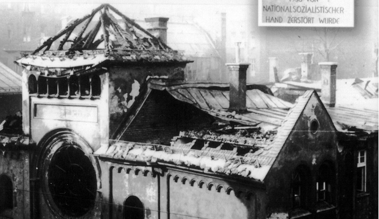A ruined synagogue in Munich after Kristallnacht. Wikipedia.
