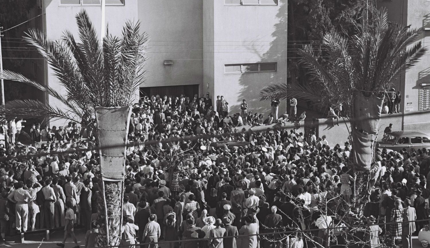 Crowds await Israel's Declaration of Independence, written with the help of an American Jew. Independence Hall/Beit Haatzmaut Museum.