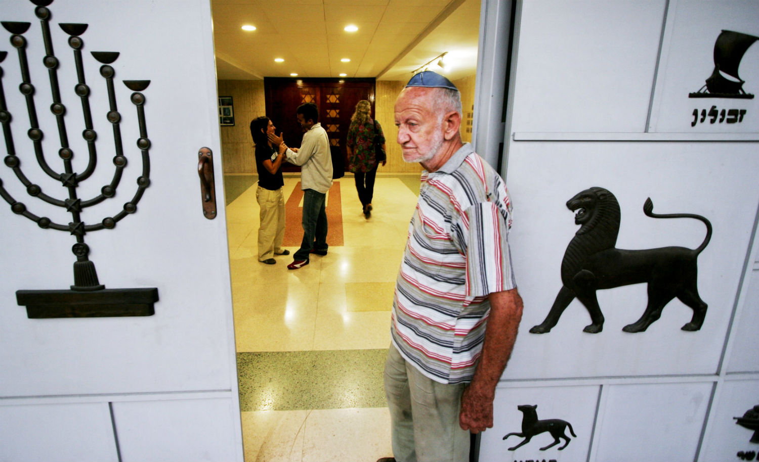 Salomon Gonte Leyderman, 83, and other Cuban Jews enter the Beth Shalom synagogue on December 29, 2006 in Havana. Sven Creutzmann/Mambo Photo/Getty Images.