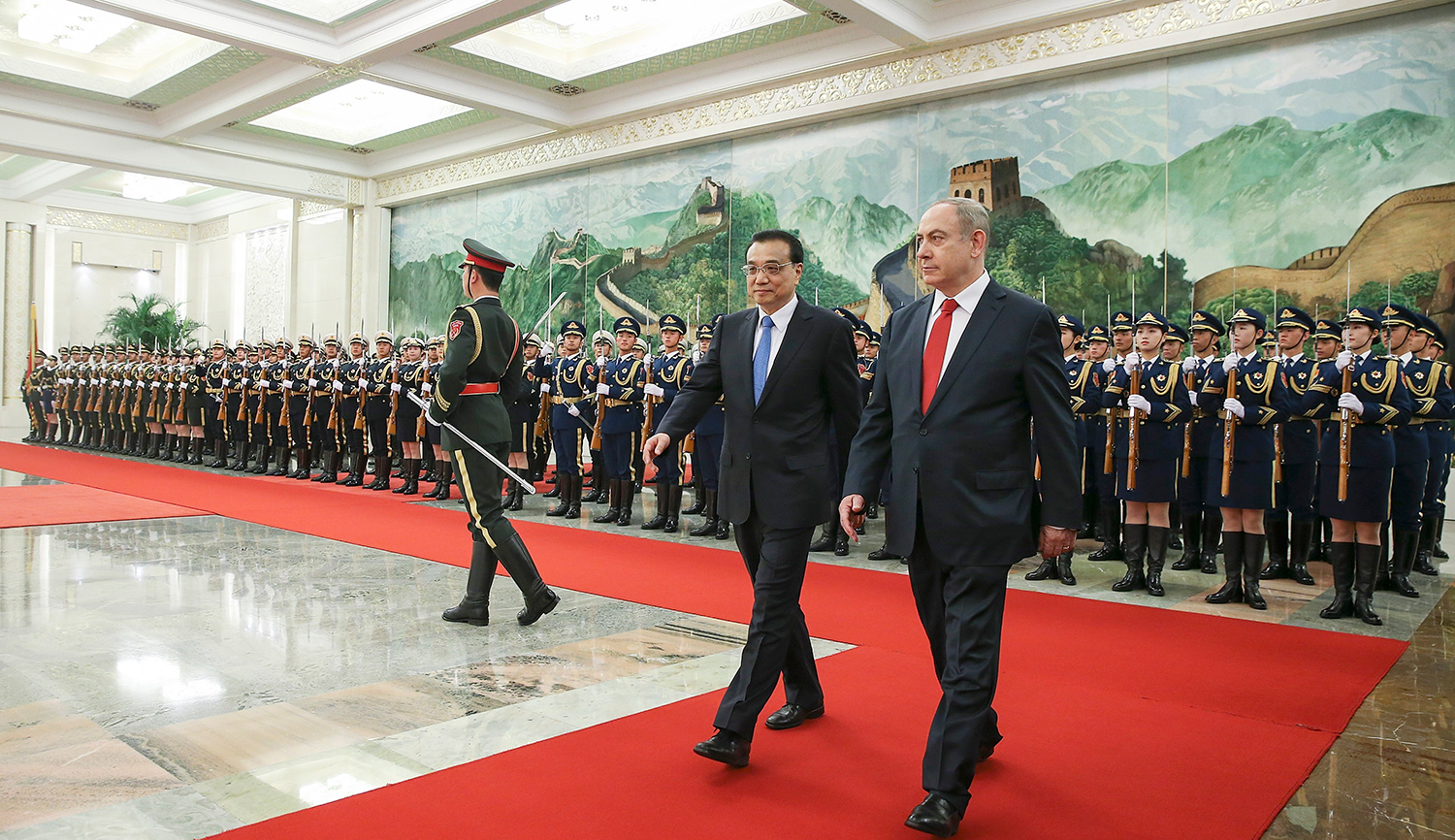 Chinese Premier Li Keqiang accompanies Israel Prime Minister Benjamin Netanyahu at a welcoming ceremony in Beijing on March 20, 2017. (Lintao Zhang/Getty Images)