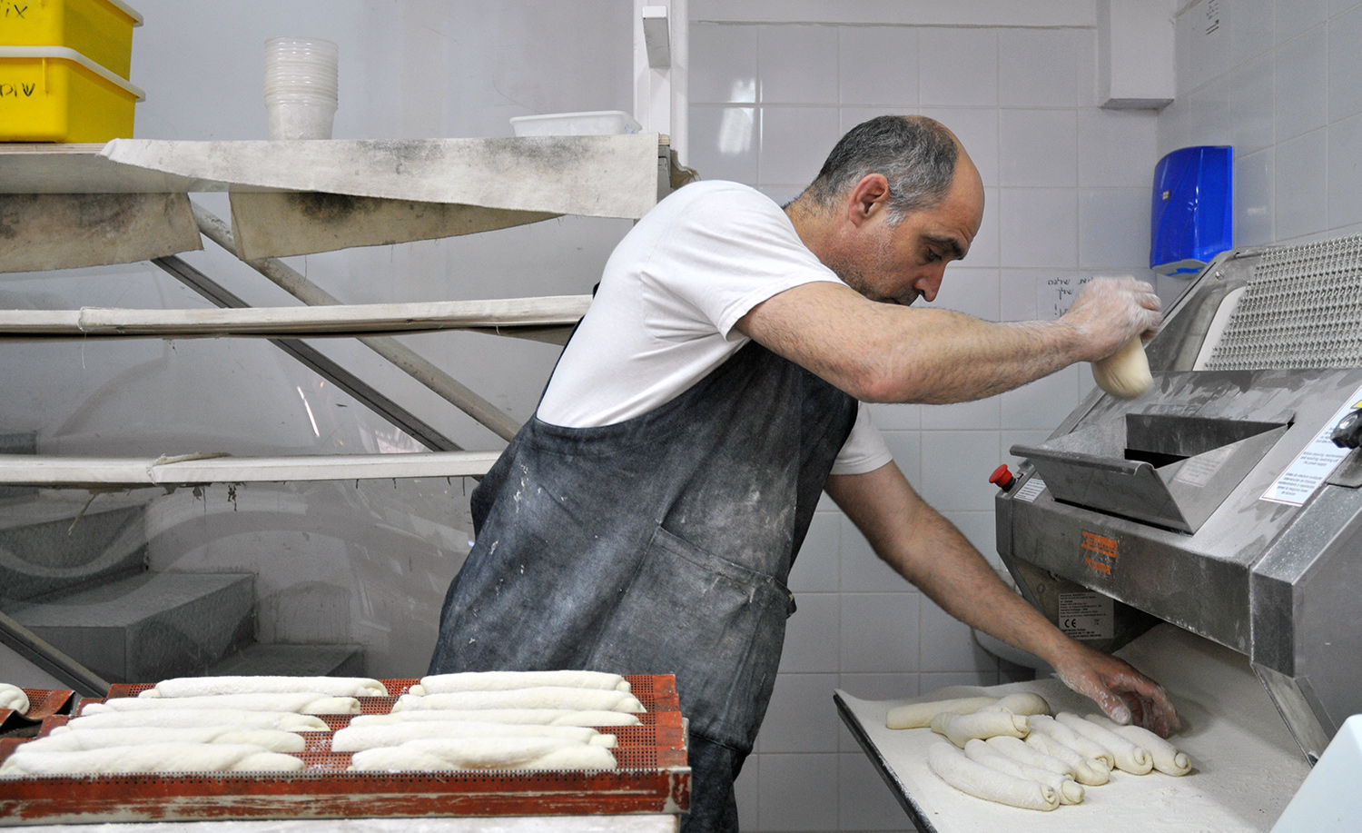 Russell, the proprietor of Russell's Bakery in Jerusalem, at work. Flash90/Sophie Gordon.