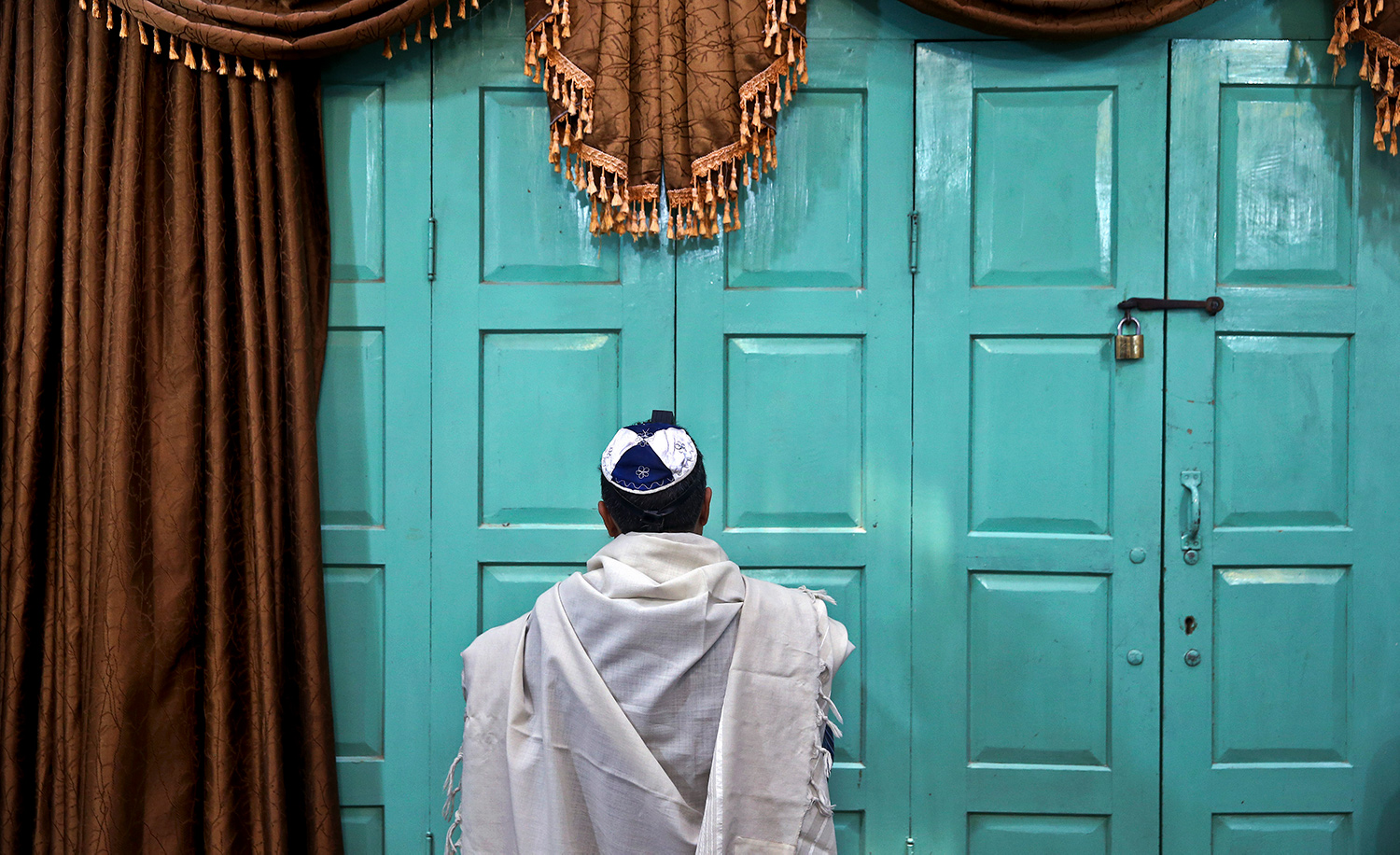 An Iranian Jewish man prays at the Molla Agha Baba Synagogue in the city of Yazd 420 miles south of capital Tehran. AP Photo/Ebrahim Noroozi.