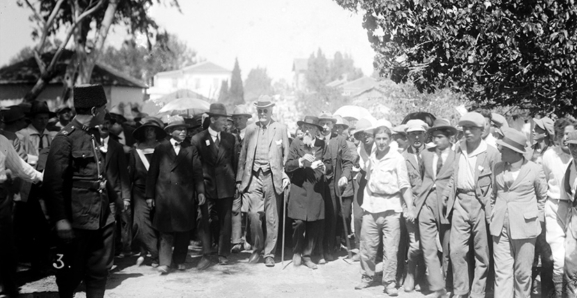 Lord Balfour visiting Jews in Palestine in 1925. Universal History Archive/Getty Images.