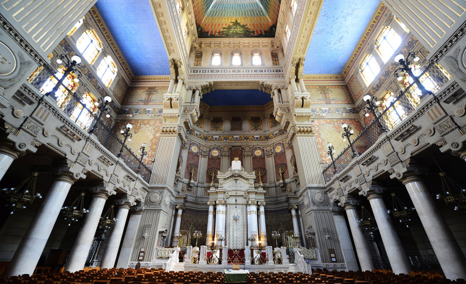 Inside the Great Synagogue of Rome. Boaz Rottem/Alamy Stock Photo.