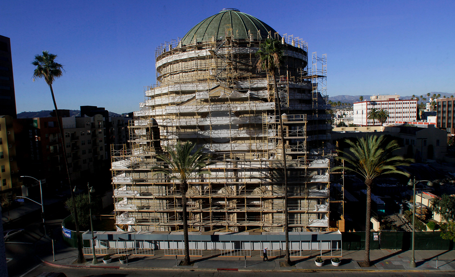 Scaffolding covering the Wilshire Boulevard Temple in Los Angeles on March 6, 2012. Anne Cusack/Los Angeles Times via Getty Images.