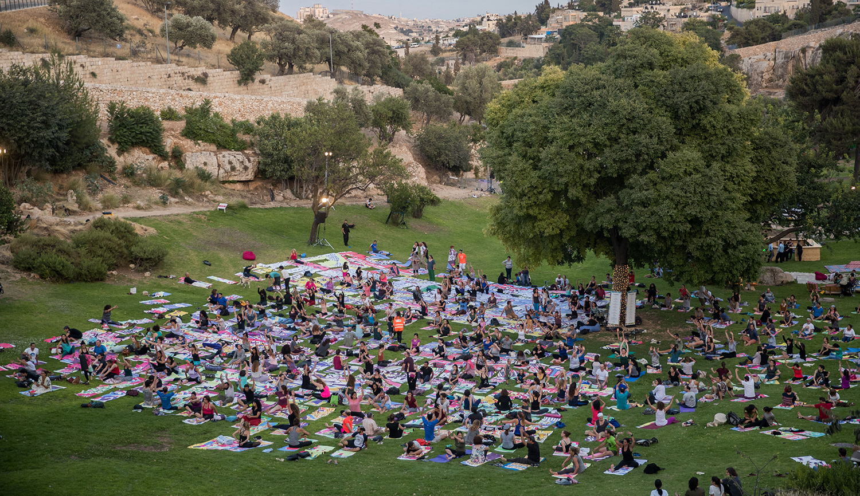A mass yoga class in Jerusalem on International Yoga Day in June 2018. Yonatan Sindel/FLASH90.