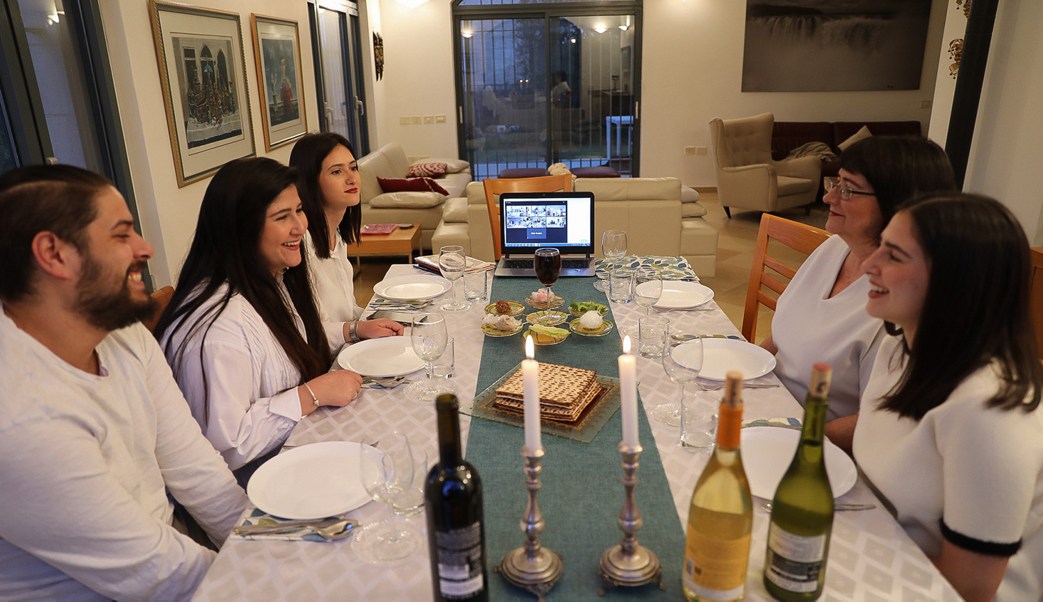 An Israeli family at an online seder on April 8, 2020. Nati Shohat/Flash90.