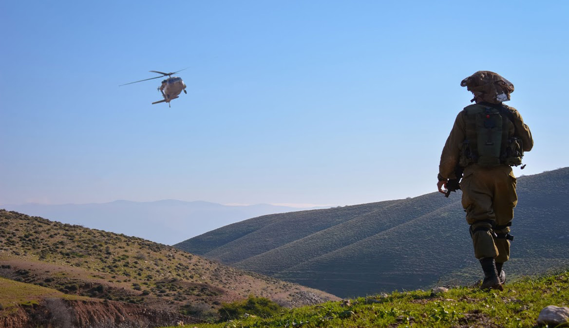 Israeli soldiers simulate combat near the Jordan Rift Valley border. Barak Chen, IDF.