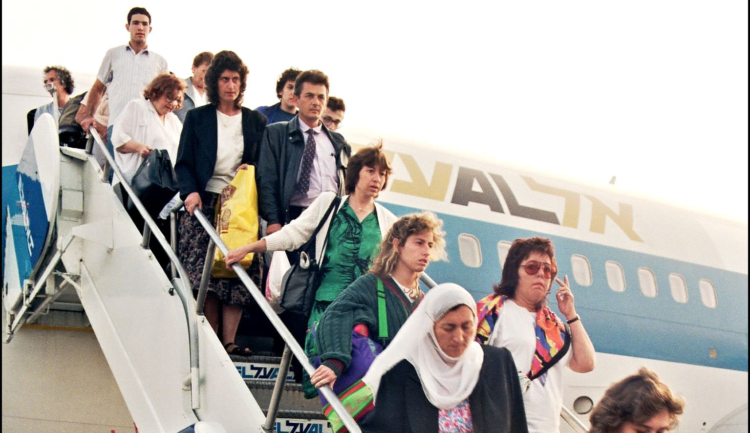 Soviet Jews from Moscow disembark at Ben-Gurion Airport on August 20, 1991. SVEN NACKSTRAND/AFP via Getty Images.