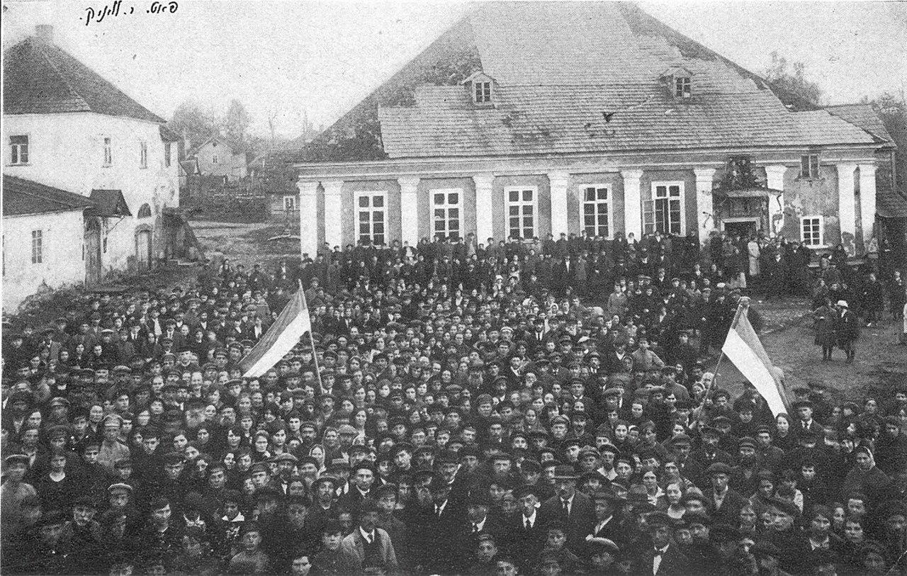 The yeshiva in Novaredok, May 9, 1920. Wikipedia.