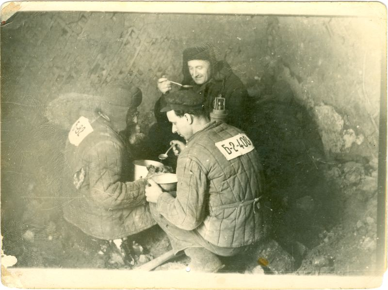 Political prisoners eating lunch in a gulag coal mine. Wikipedia.