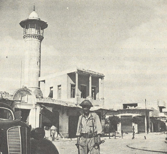 <em>The Dahmash Mosque in Lydda in July 1948, after its capture by Israeli forces. </em>Wikimedia.
