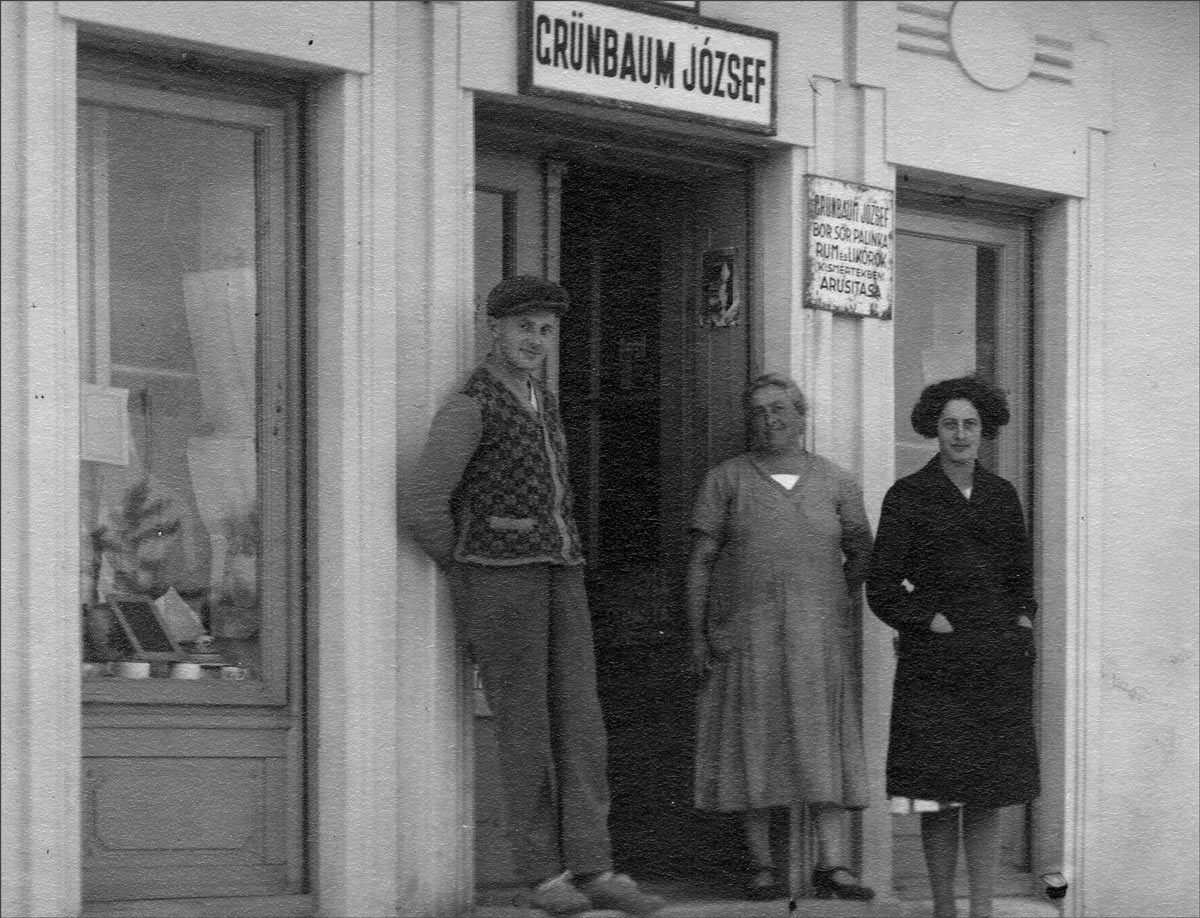 A Hungarian Jewish family in front of their shop, circa 1930. Courtesy Johann Schediwy/Wikipedia.