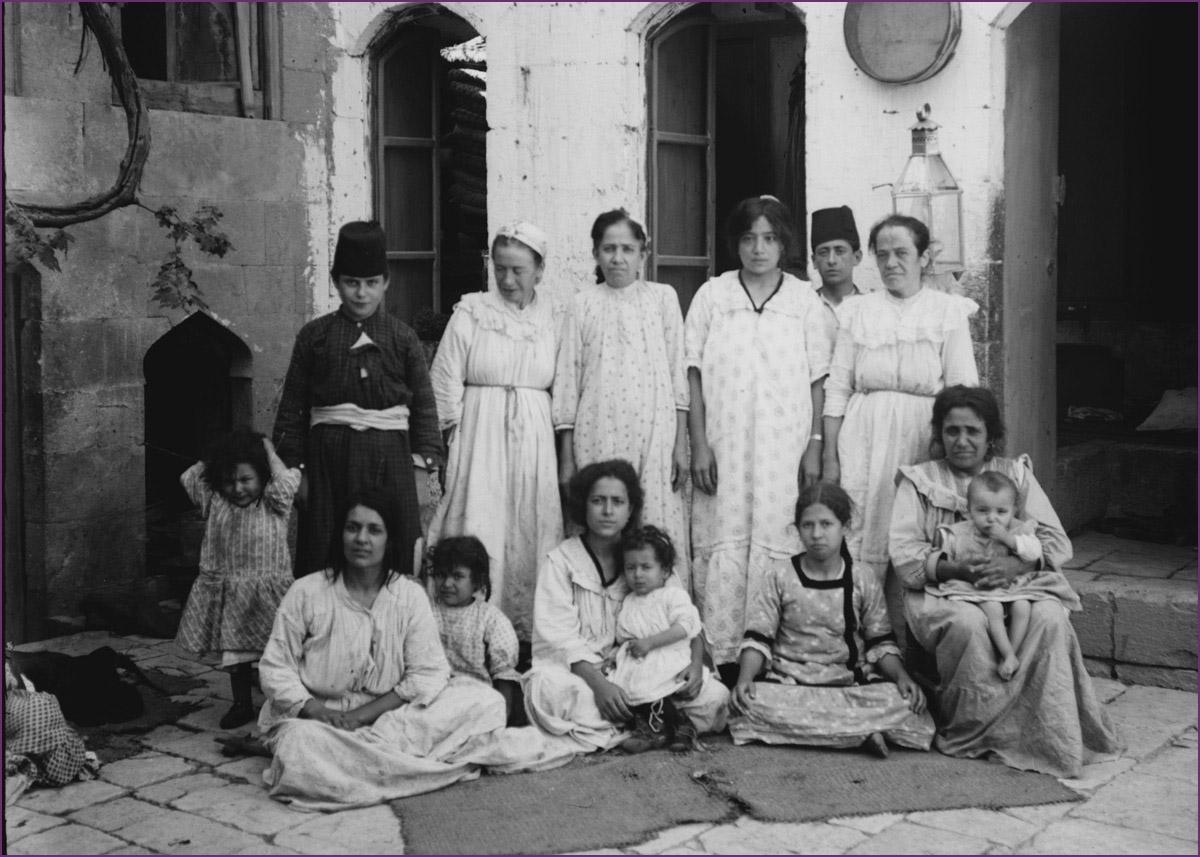 A poor Jewish family of Aleppo in the early 20th century. Library of Congress.