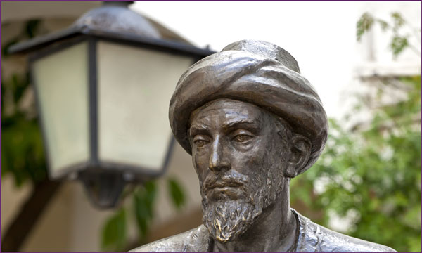 essay on moses maimonides Guide of the perplexed - maimonides what could this mean according to maimonides, moses request to see.