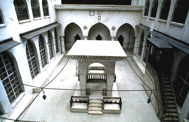 <em>The courtyard of the Great Synagogue of Aleppo, as depicted in a detailed model.</em> Beit Hatfutsot, Museum of the Jewish People, Tel Aviv.